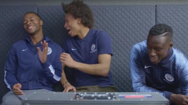 Jogadores do City ajudam um adepto a fazer sucesso no Tinder