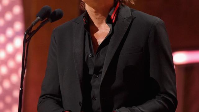 Keith Urban surpreende fã com doença grave e faz serenata