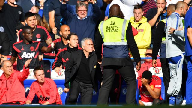 O homem que fez Mourinho 'explodir' no final do clássico inglês