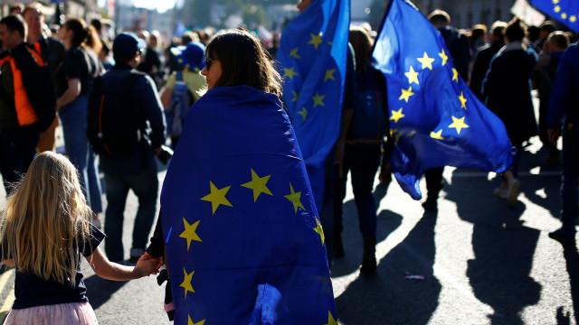 Centenas de milhares de pessoas protestam contra o Brexit em Londres