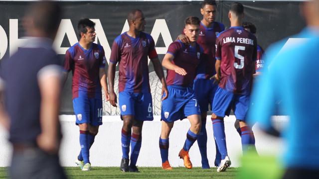 Portimonense 'cai' em Almada e V. Guimarães goleia em Viana do Castelo