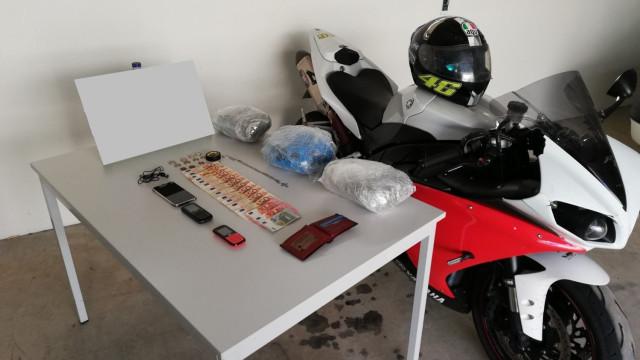 Após fuga de 45 km, GNR detém motocilcista com mota roubada e droga