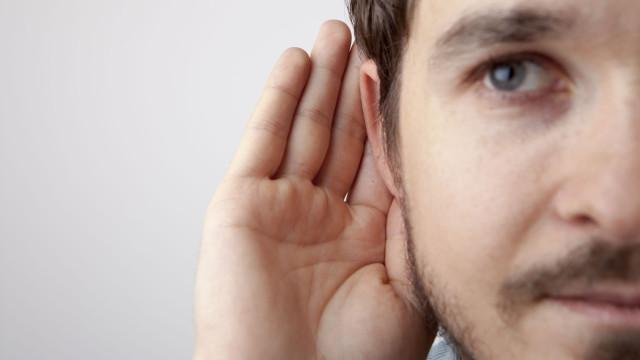 Descoberta cura para surdez? A 'bizarra' ligação entre cabelo e ouvidos