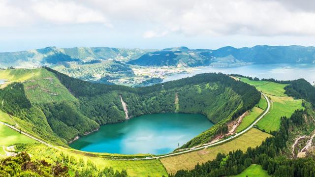 Ponta Delgada já aqui ao lado.
