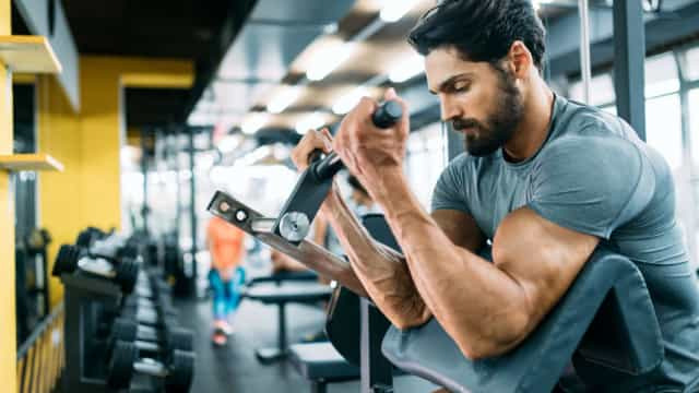 O que vem primeiro, o cardio ou o treino de força?
