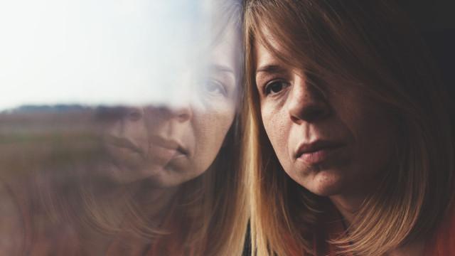 Gaslighting: O tipo de abuso que usa a personalidade como ponto fraco