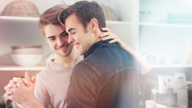 Genes Gay? Cientistas associam ADN a escolha de parceiros do mesmo sexo