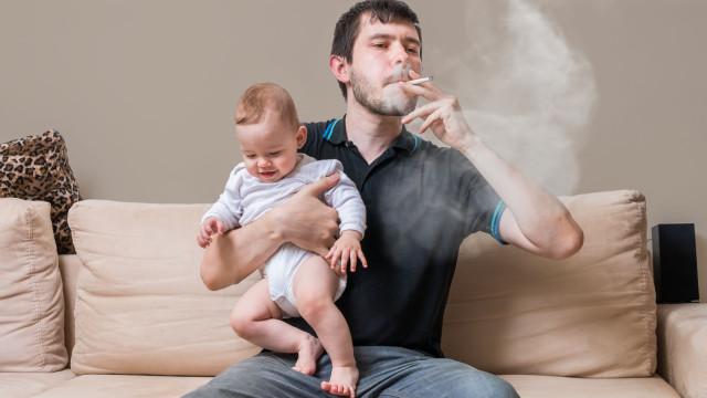 Este é o número de cigarros que um bebé 'fuma' quando exposto ao tabaco