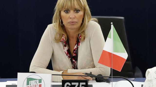 Neta de Mussolini ameaça processar quem fale mal do avô nas redes sociais