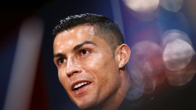 Ronaldo dá nas vistas em conferência com relógio que vale milhões