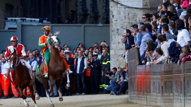 Palio di Siena, provavelmente a mais louca corrida de cavalos do mundo