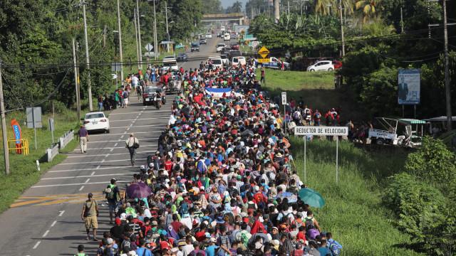 """ONU alerta para pessoas """"em perigo"""" na caravana na América Central"""