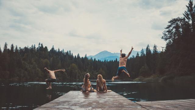 Atenção. Parasita que 'come' cérebro humano prolifera em lagos e piscinas