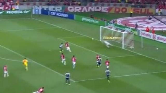 Gabigol confirma estatuto de goleador. Mais um golaço do ex-Benfica