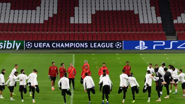 Ajax-Benfica: Já há onzes oficiais