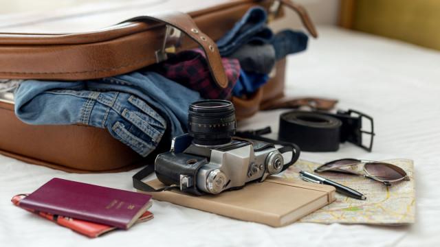 Estes são os objetos a deixar em casa da próxima vez que for viajar