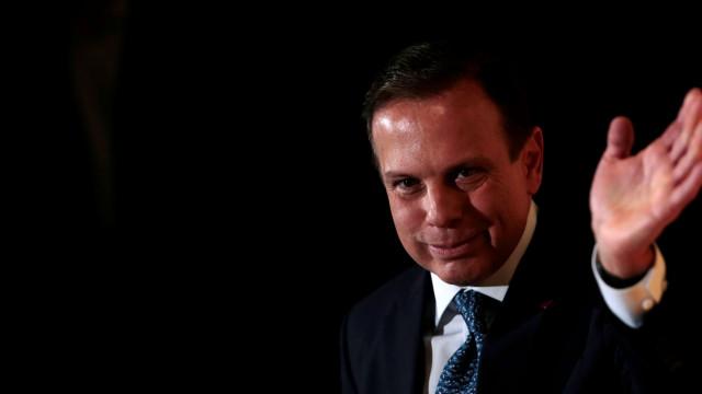 Político brasileiro associado a vídeo de orgia. Candidato alega montagem