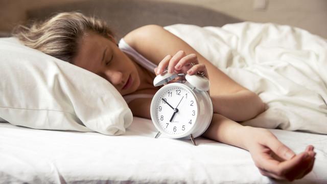Se a sua cama parece vencer-lhe todas as manhãs, pode sofrer de dysania