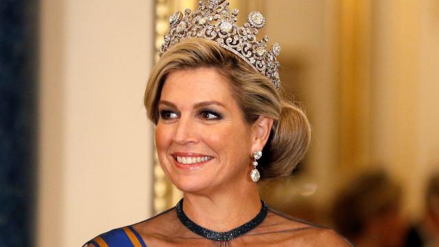 Rainha Maxima 'fez frente' a Kate Middleton com tiara e visual incrível