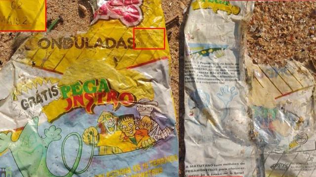 Encontrada na praia de Santa Cruz embalagem de batatas fritas com 26 anos