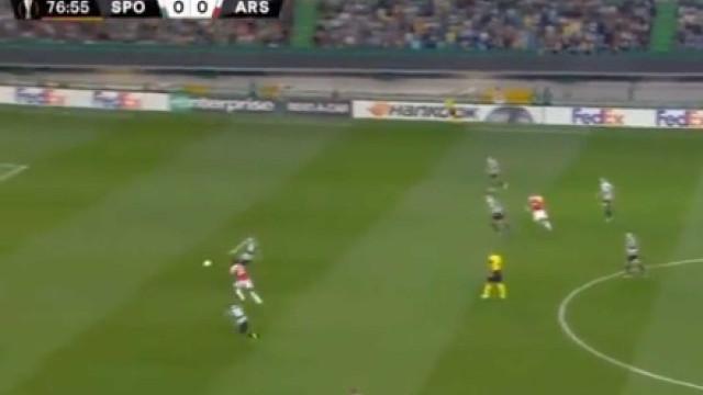 Falha defensiva de Coates 'oferece' primeiro golo do jogo a Wellbeck