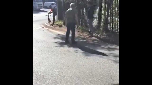 Camionista agride ciclistas com martelo em Pontevedra