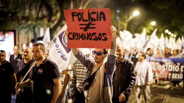 Polícias ameaçam manifestar-se fardados se MAI não abrir negociações