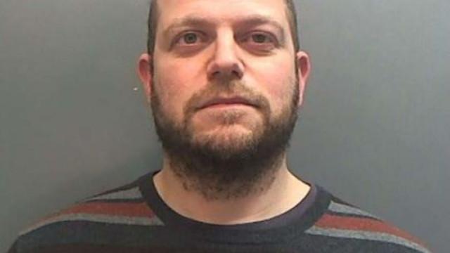 Homem que escreveu 'Guia para Pedófilos' é preso e culpa a família