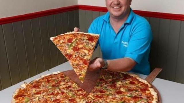Dão-se 500 euros a quem comer 32 fatias de pizza. Ainda ninguém conseguiu