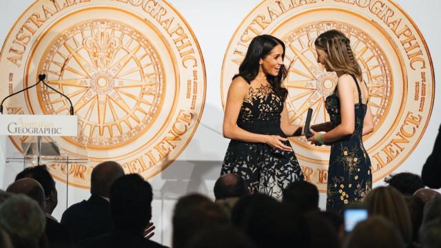 Conto de fadas: Meghan Markle encanta com vestido 'mágico'