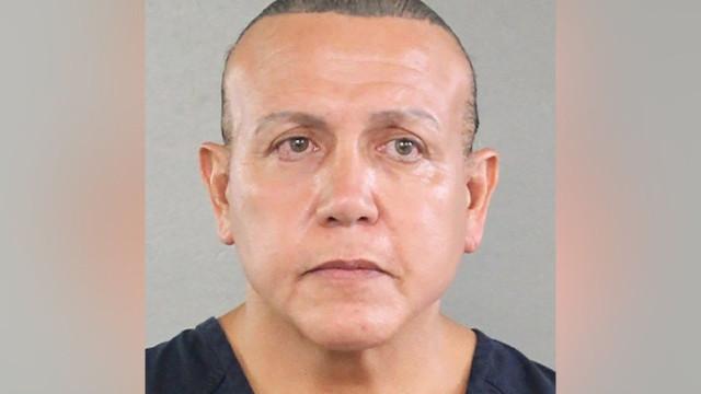Homem acusado de enviar pacotes armadilhados declara-se inocente