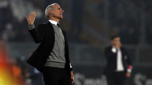 V. Guimarães comenta interesse do Benfica em Luís Castro com regulamentos