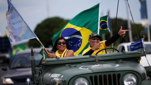 Já abriram as urnas. Brasileiros já votam em Portugal