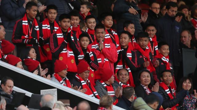 Jovens resgatados de gruta na Tailândia assistiram ao Manchester-Everton