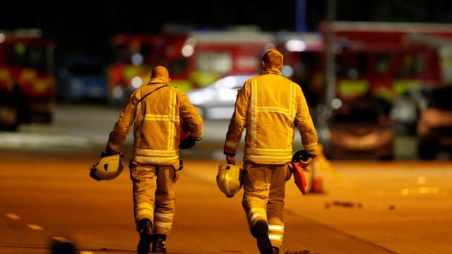 Dono do Leicester morreu com quatro pessoas no helicóptero, diz a família