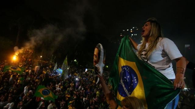"Brasil: Le Monde alerta para o ""preocupante regresso do passado"""
