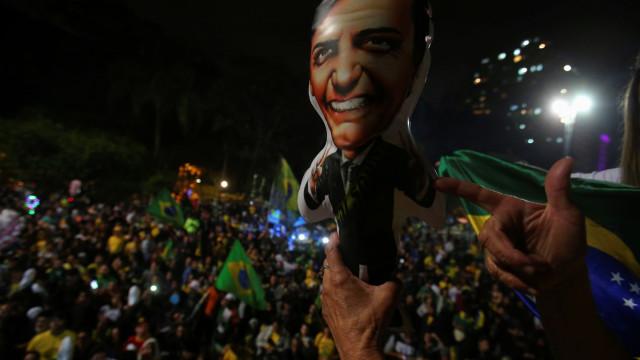 Luta e resistência. Bolsonaro venceu e por cá políticos reagiram assim