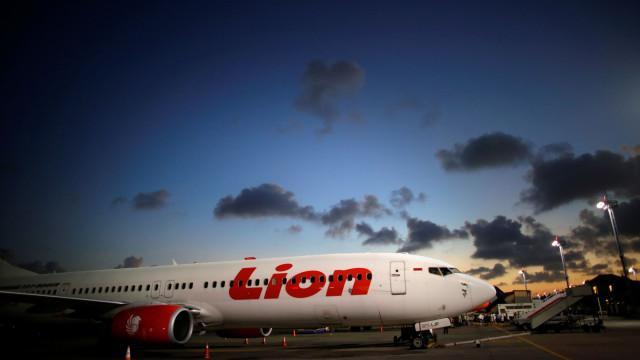 Avião que se despenhou na Indonésia teve problema técnico em voo anterior