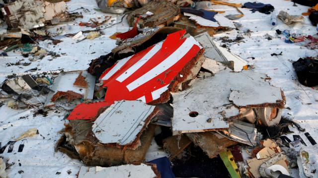 Bruxelas pede que não haja conclusões precipitadas sobre queda de avião
