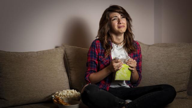 Não se contenha com os filmes de domingo à tarde. Chorar faz bem à saúde