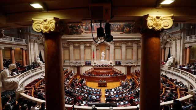Sem surpresas, deputados chumbam (segunda) moção de censura ao Governo