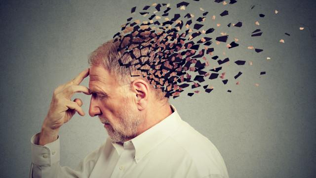 "Bizarro. Injetar sangue jovem ""ajuda a combater sintomas de Alzheimer"""