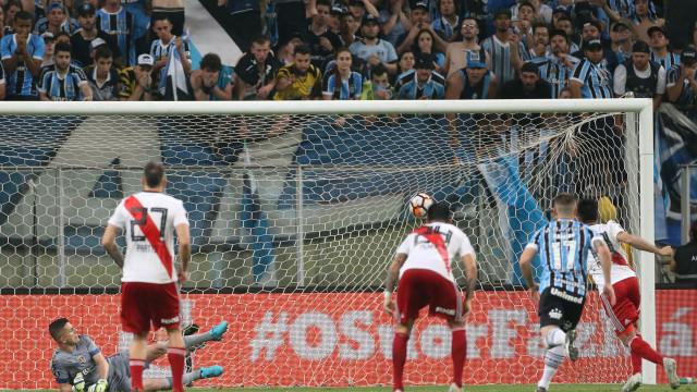 """Treinador do Grêmio arrasa VAR: """"P*** de vida"""""""