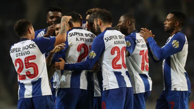 [0-0] Marítimo-FC Porto: Carlos Xistra consulta o VAR
