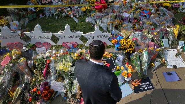 Autor da morte de 11 judeus em sinagoga de Pittsburgh declara-se inocente