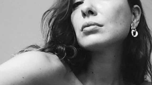 Soraia Chaves mostra lado sensual e posa em lingerie