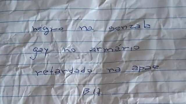 Polícia brasileira investiga bilhete ofensivo entregue a menina na escola