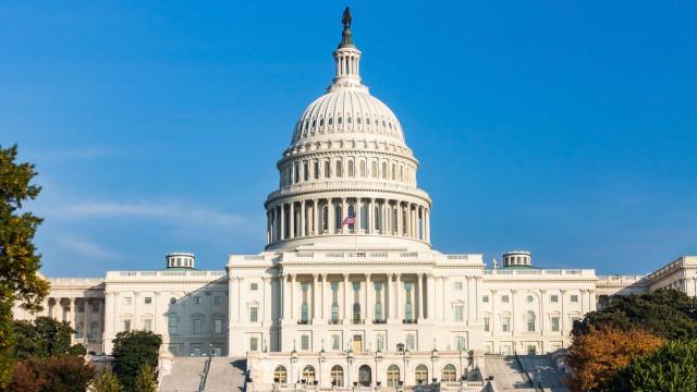 Senadores Republicanos tentam aliciar Democratas para reabrir governo