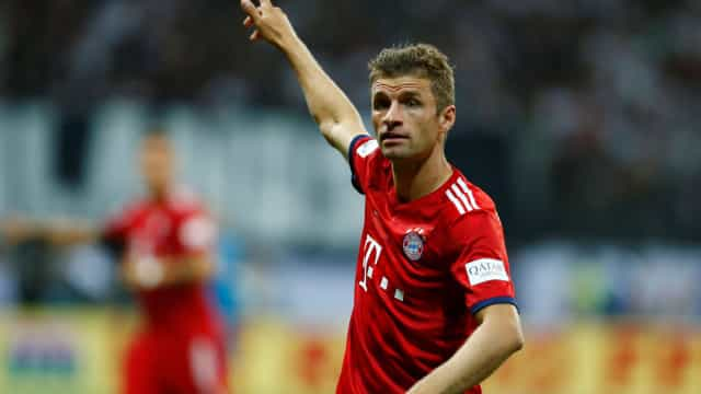 Mulher de Thomas Muller 'arrasa' treinador do Bayern nas redes sociais