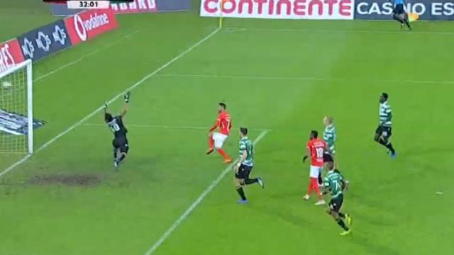 Zé Manuel aproveita a defesa a 'dormir' e coloca Sporting em desvantagem